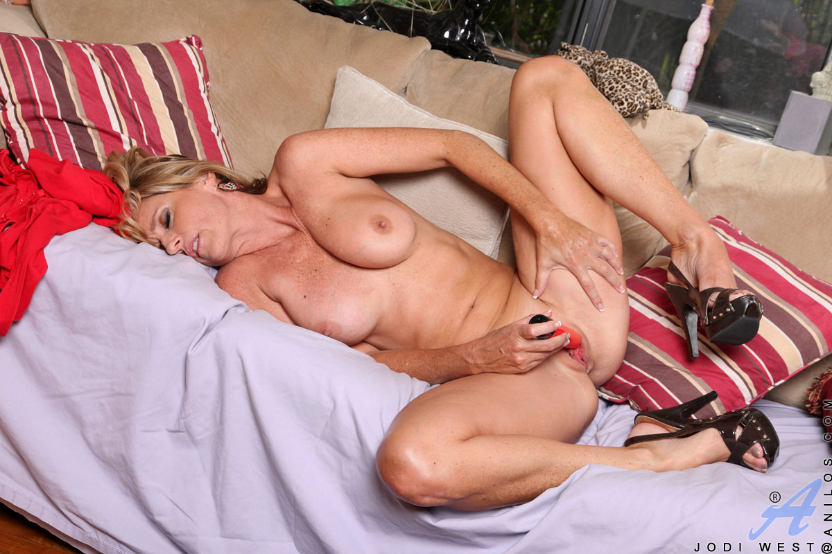 MILF Porn Star Jodi West And Her Hungry Shaven Pussy Are Here To Get