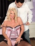 Blonde bimbo uses her years of experience to work around a thick shaft