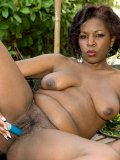 Bootylicious chocolate mommy fucks herself with a stiff vibrator in her backyard