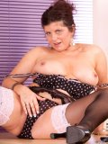 Chunky mature bitchie in stockings lets you scrutinize her precious wet orifice
