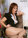 Amazing pictures of mature model Roni whoy teaches in nylons