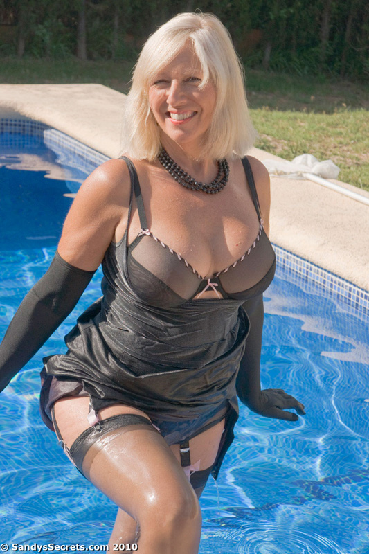 Filthy momma goes for a swim | MATURE XXX PICS