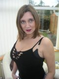 Luscious housewife from the UK sets her heavy natural kahunas free from her bra