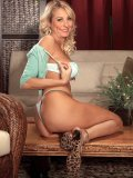 Sweet Dallas Diamond is a hot blond MILF that really gets it off on naked posing