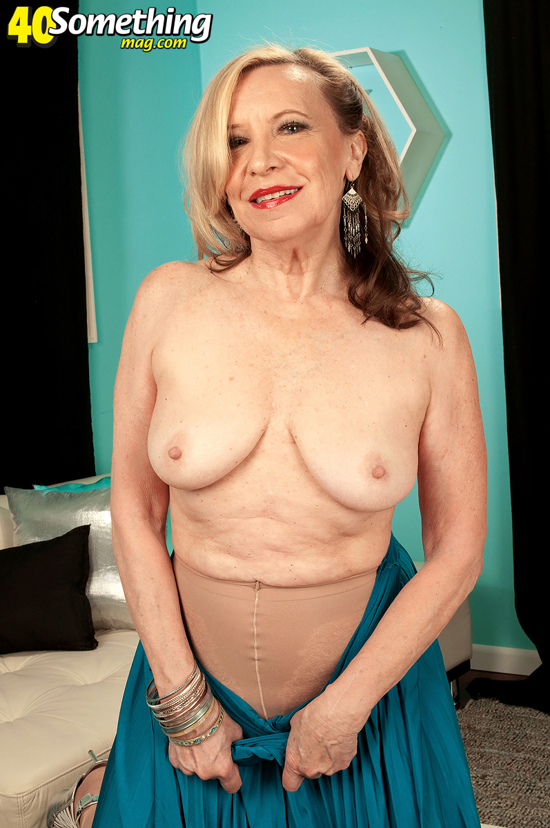 Indeed buffoonery, Hot gilf nude