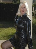 Kinky mature housewife Sandy flaunts her sexy body in a latex outfit