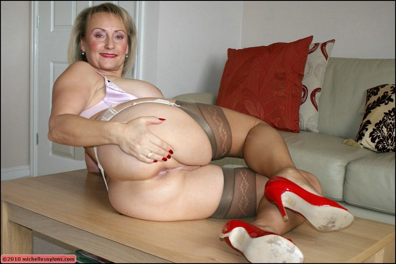 Kinky mature lady in high heels | MATURE XXX PICS